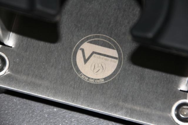 Logo auf Chromstahl